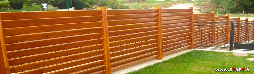 Pallissade en bois for Jardin cloture amenagement